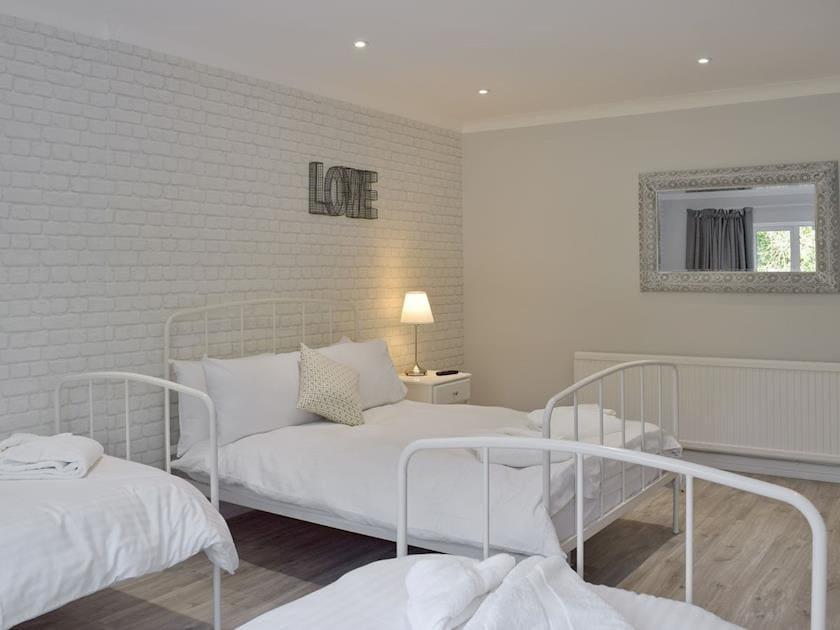 Family bedroom sleeps four persons | Deep Meadows, Amroth, near Saundersfoot