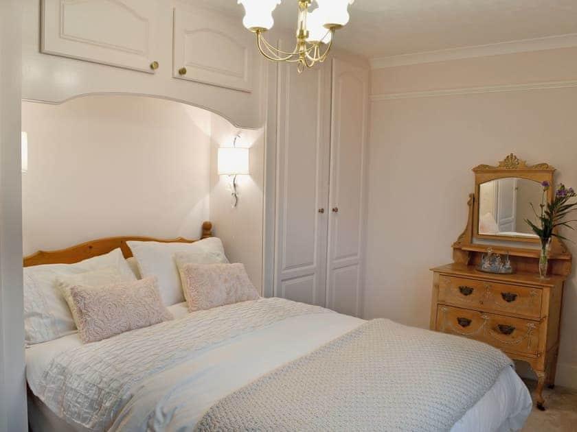 Comfortable double bedroom   Little Ponds, Cross In Hand, near Heathfield