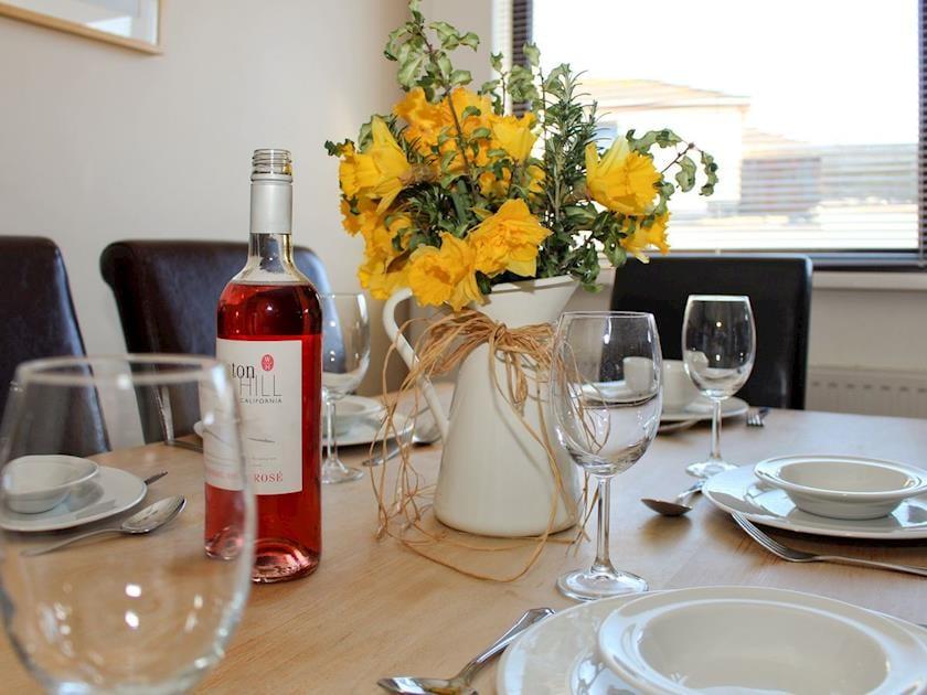 Elegant dining | Gwbert Holiday Cottages- Gwynt y Mor - Gwbert Holiday Cottages, Gwbert, Cardigan Bay