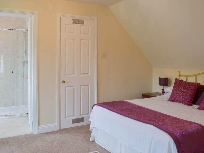 Double bedroom | Lake View Cottage - Rosecraddoc Manor, Liskeard