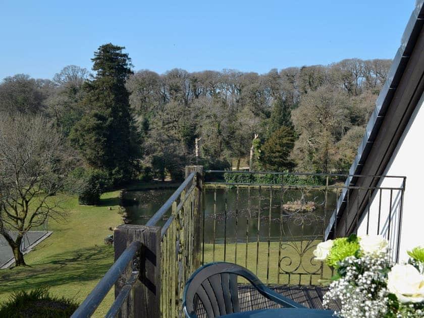 Balcony | Lake View Cottage - Rosecraddoc Manor, Liskeard