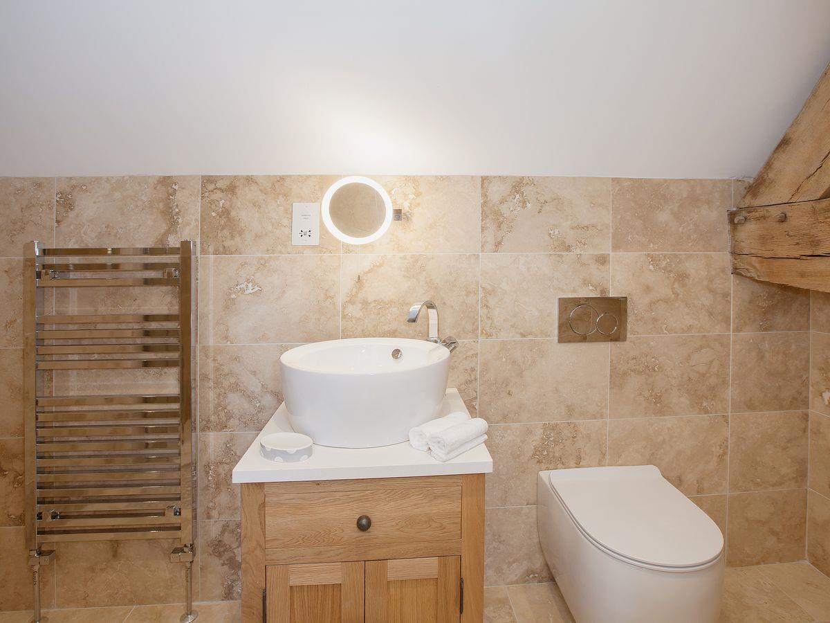 Trent bathroom suites - Dove Farm Barns 4 Turtle Dove Barn Ref Ukc79 In Caverswall Near Stoke On Trent Staffordshire Cottages Com