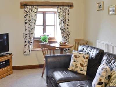 Living room/dining room | Llofft Allan, Dyffryn Ardudwy, near Harlech