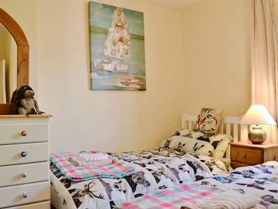 Twin bedroom   Toffeepot Cottage, Kendal, near Windermere