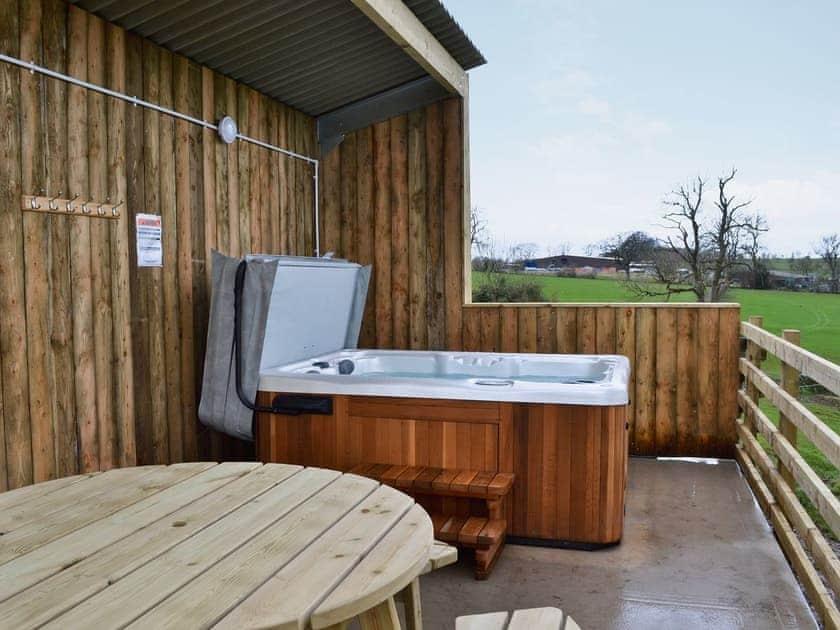Hot tub   Horseshoe Cottage, Sawley, near Clitheroe