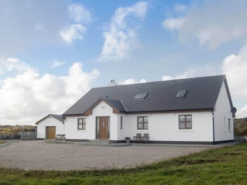 Detached, cosy, cottage | Ti' Una Seaview, Lettermore