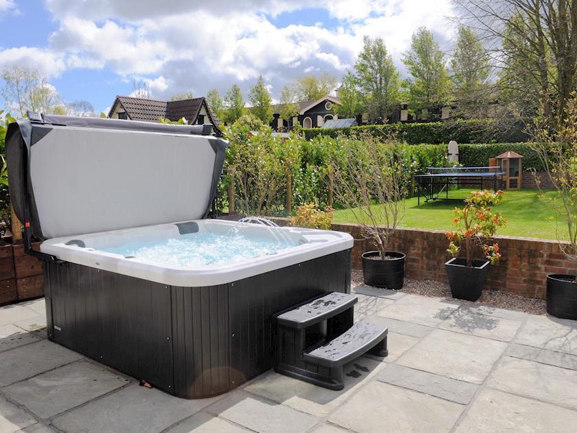 Relaxing hot tub   Lambley Lodge, Lowdham
