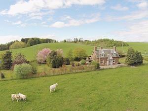 Strathisla Farm Cottages- Islabank Farmhouse