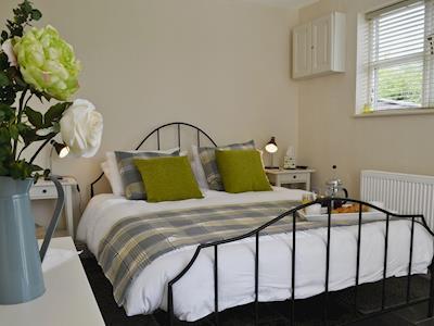 Kingsize bedroom | Caely Barn, near Llandrindod Wells