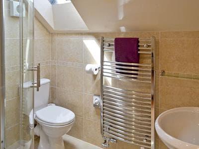 En-suite shower room | Puffin Cottage - Manor Farm Cottages, Buckton, near Flamborough