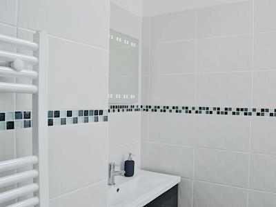 Bathroom | Cwningfan, Monmouth