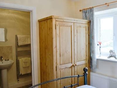 Double bedroom with en-suite - first floor | Valley View Barn, Nr. Llandrindod Wells