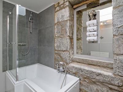 Modern bathroom with shower over bath | Creebank, Newton Stewart