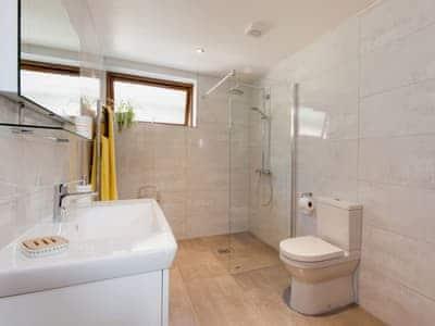 En-suite shower/wet room also with access from the hallway | Blackdown Farm, Manor Barn, Blackawton, nr. Dartmouth