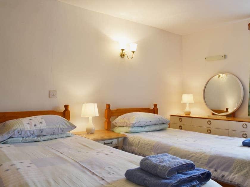 Lovely twin bedded room   Barn Owl Cottage - Willersley Farm, Cromford, near Matlock