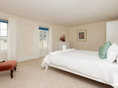 Large double bedroom | Hawkins, Dartmouth