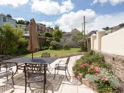 Beautiful garden & patio | Hawkins, Dartmouth