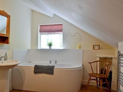 Bathroom | Upper Woodhouse Farm, Rhos-Y-Meirch, near Knighton