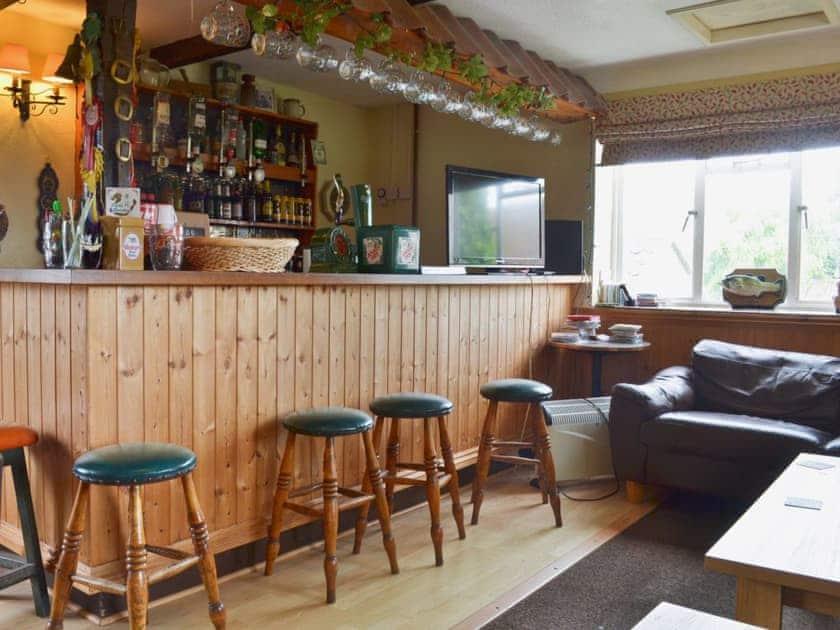 On-site licensed bar/lounge    Withy Grove Farm, East Huntspill, near Highbridge