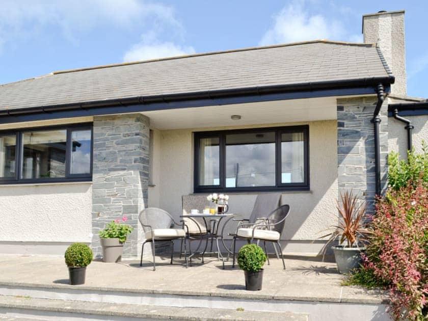 Outdoor furniture at front of property | St Illex, Port Gaverne