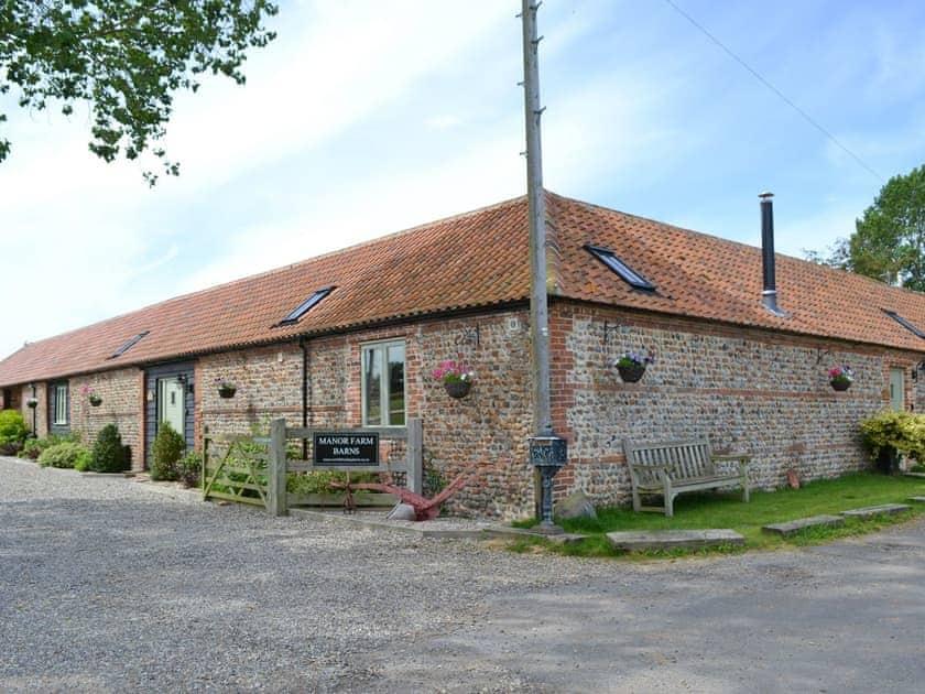 Entrance to holiday homes | Fox's Den - Manor Farm Barns, Witton, near Happisburgh