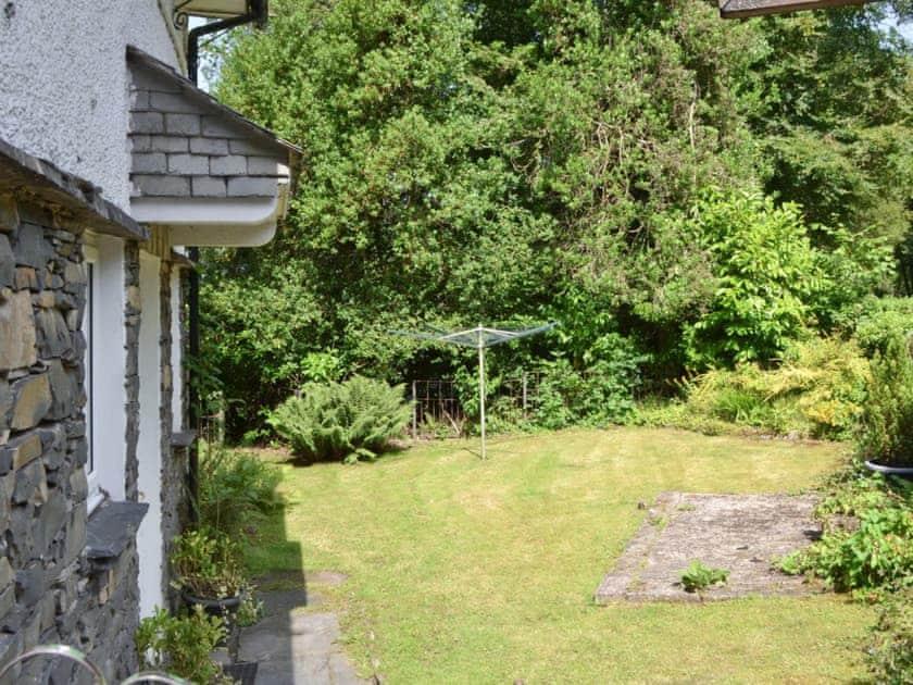 Lawned garden to rear of property | Corner Cottage, Troutbeck Bridge, near Windermere