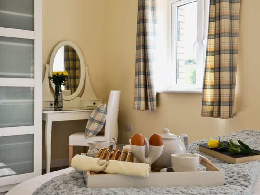 Bedroom with kingsize bed | Tawelfan - Hafan Dawel Cottages, Cilcennin, near Aberaeron