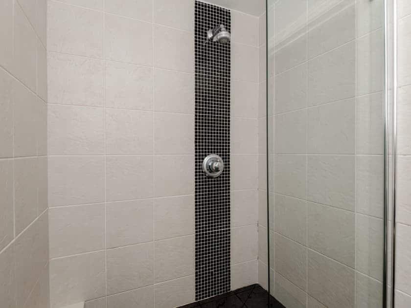 Shower | Valley View, Ashampstead, near Pangbourne