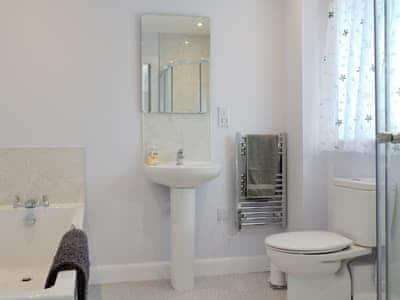 Bathroom | Eas Mor - Eas Mor and Ard Meanish, Milovaig, Glendale