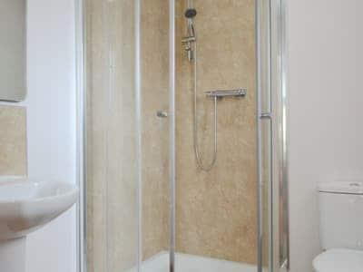 En-suite shower | Ard Meanish - Eas Mor and Ard Meanish, Milovaig, Glendale