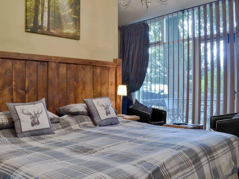 Spacious double bedroom | Holmefield Coach House - Holmefield, Darley Dale, near Matlock
