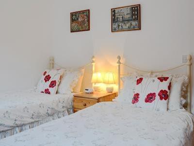 Cosy twin bedroom | Black Hall Barn, Kerry, near Newtown