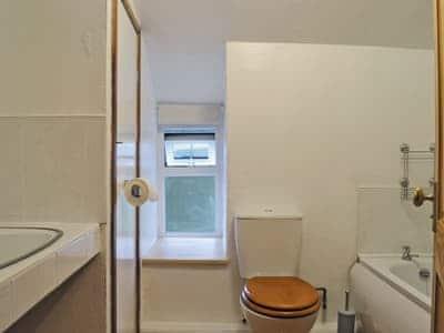 Bathroom | Yr Hen Sgubor, Cwmystwyth