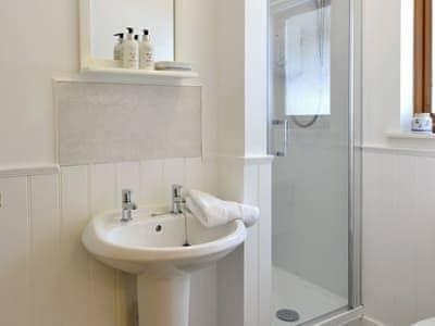 Good-sized shower room | Rannoch, Aberfeldy, near Pitlochry