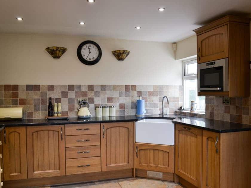 Kitchen with Belfast sink   Rose Cottage, Bratoft, near Burgh-le-Marsh