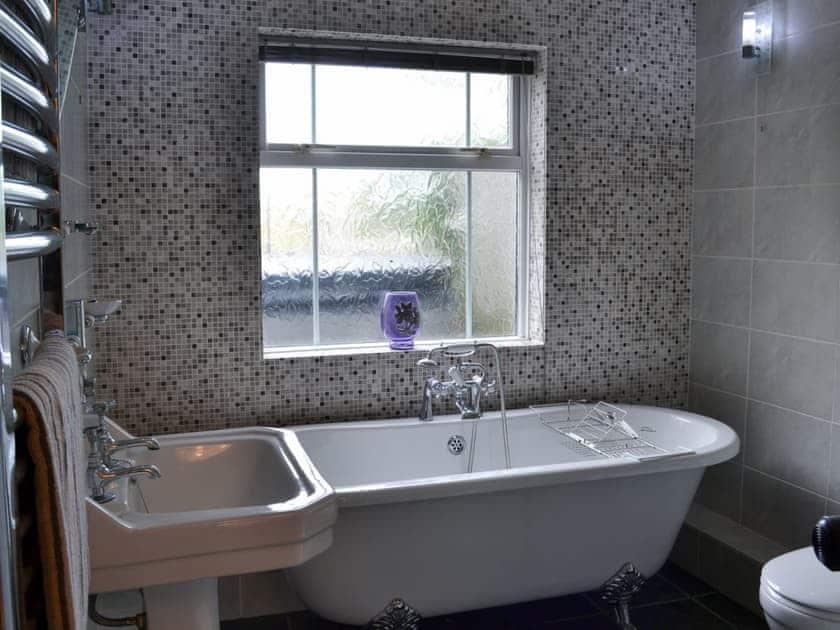 Bathroom   Rose Cottage, Bratoft, near Burgh-le-Marsh