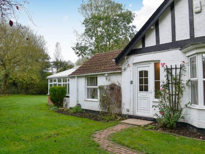 Exterior & garden   Rose Cottage, Bratoft, near Burgh-le-Marsh