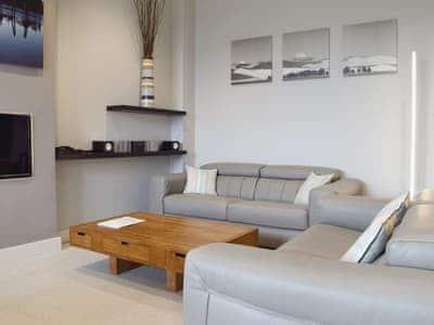 Cosy open plan living space | 7 Ladstock Hall (Luxury) - Ladstock Hall, Thornthwaite