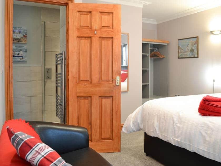 Double bedroom with En-suite | Corlan, Llanfarian, near Aberystwyth