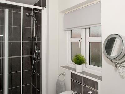 En-suite shower room | Cinder House, Burniston, near Scarborough