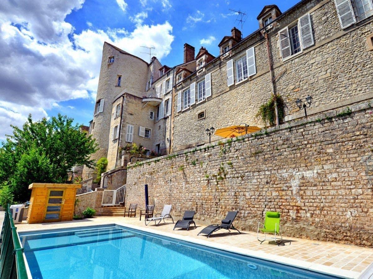 B Exterior | Gite La Gentilhommière, Château Landon Swimming Pool ...