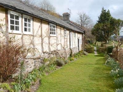 Lawned garden area | The Barn - Dolgenau, Llawr-y-Glyn, Caersws