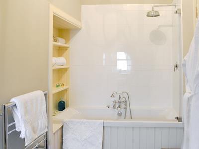En-suite bathroom | Ampherlaw Cottage, near Lanark