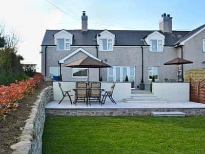 Delightful, semi-detached cottage    Bwthyn Tyddyn Sachau, Y Ffôr, near Pwllheli