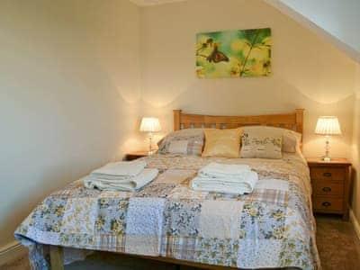 Charming double bedroom | Bwthyn Tyddyn Sachau, Y Ffôr, near Pwllheli