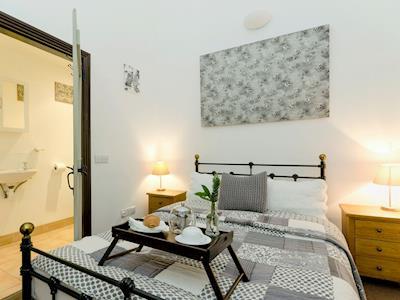Stylishly furnished double bedroom with en-suite | Cambridge Lodge (Water Tank), Wensley, near Matlock