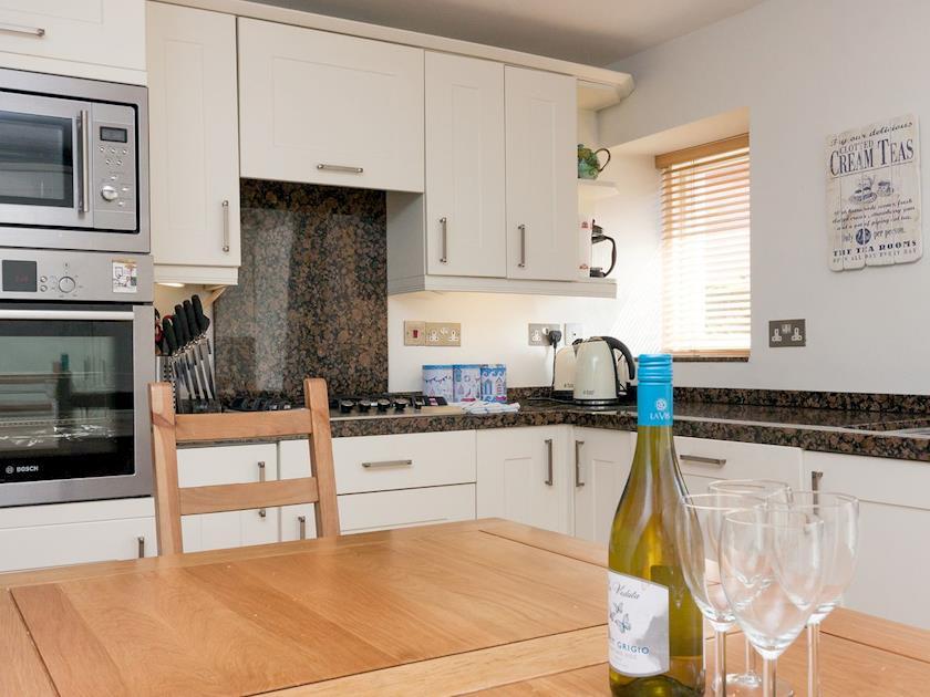Charming kitchen/ dining room   Sandcastle, Salcombe