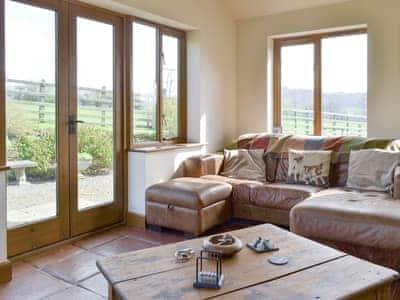 Welcoming sunroom/living room   Solitude, Aberhafesp, near Newtown