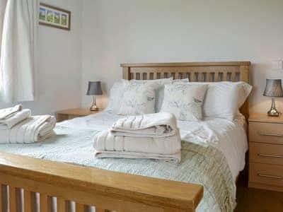 Comfortable double bedroom   Solitude, Aberhafesp, near Newtown
