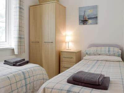 Good-sized twin bedroom | Tawelwch, St Dogmaels